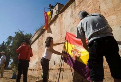 20120809134928--acto-en-el-cementerio-de-granada.jpg