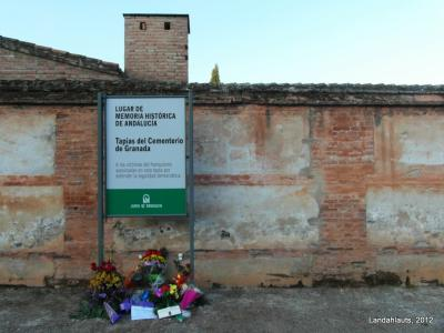 20121008212319-placa-cementerio-granada-oct2012.jpg