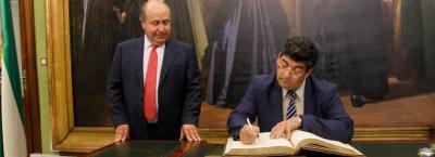 20121010205836-05-vicepresidente-junta-andalucia-diego-valderas-se-reune-con-alcade.jpg