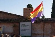 20180718101339-cementerio-placa-bandera-republicana.jpg